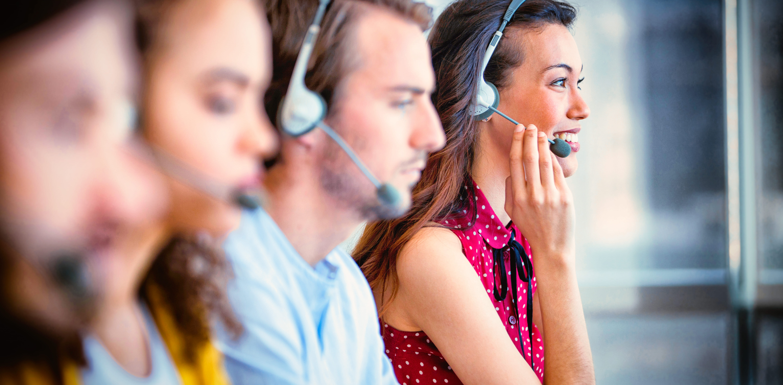 customer-service-executives-working-FWE3EEM (1)